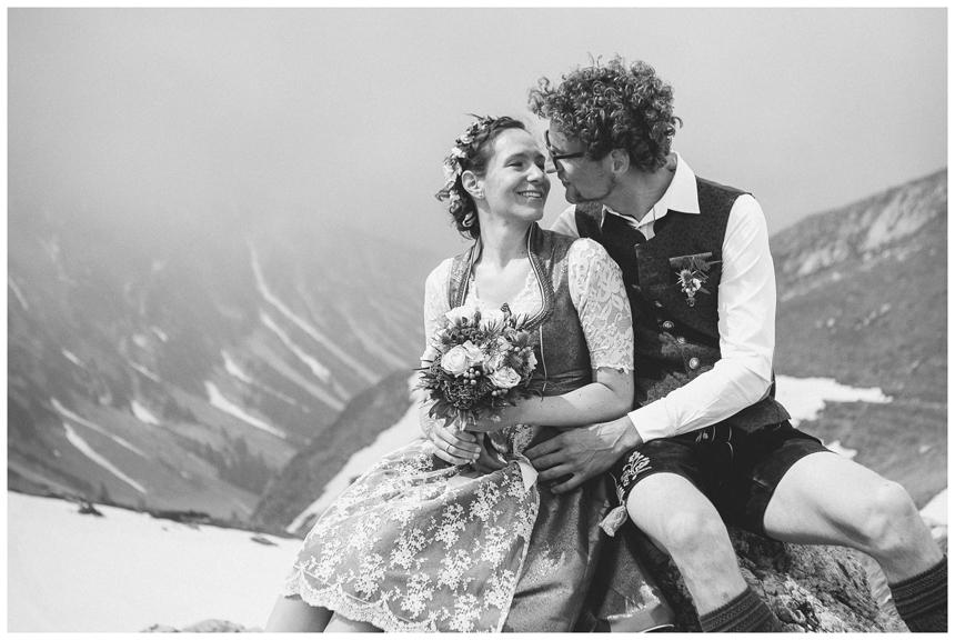36 Hochzeit auf dem Nebelhorn Marion dos Santos Fotografin Allgaeu
